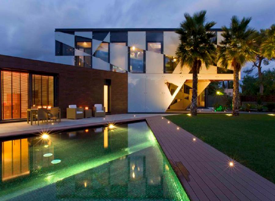 Недвижимость барселона продаю гостиница море цены видео
