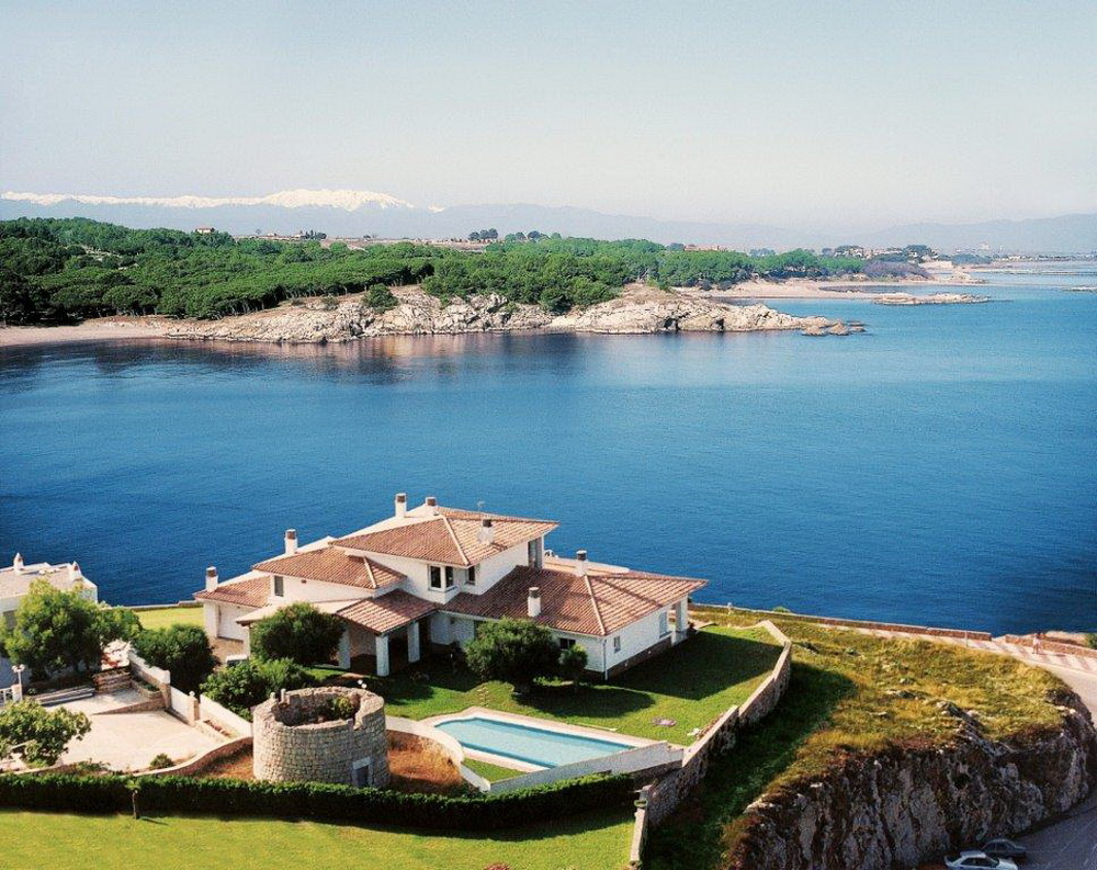 Дома в испании на берегу моря барселона