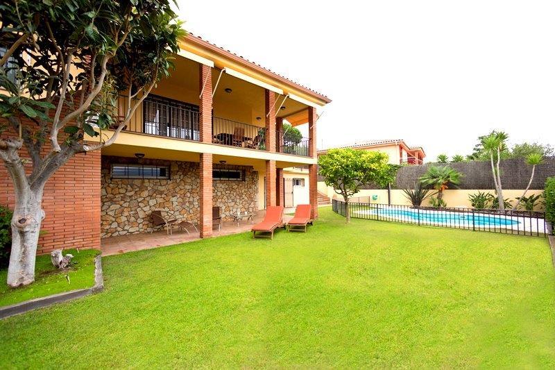 Продажа недорогих домов в пригороде барселоны